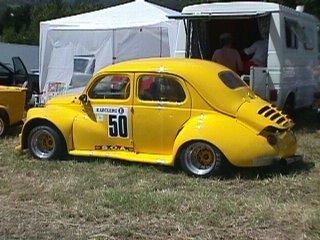 la 4 CV Renault numéro 50 de Patrick Brochet