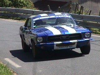 Didier Barone sur sa Ford Mustang numéro 223 à la 3 ème montée dans le virage 7