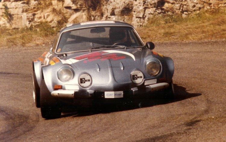 La berlinette Alpine A110 à la course de côte d'Urcy
