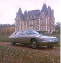 en Normandie devant le chateau des Barils (Eure)