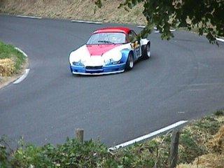 Bernard Delorme sur son Alpine A110 numéro 166 dans le virage 4 de la 1 ère montée